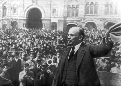 Lenin adressing citizens