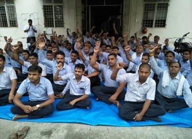 Mahindra workers demonstration