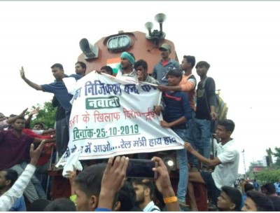 Bihar students protest against railway privatisation