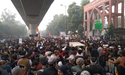 Protest outside Jamia gate