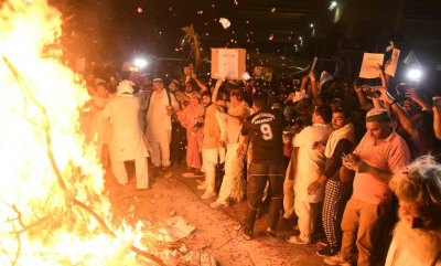 kisan burn copies of farm laws at Ghazipur border