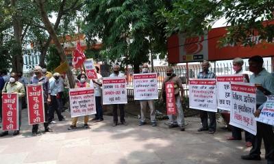 20210723_Delhi_Defence_workers_demo_placards