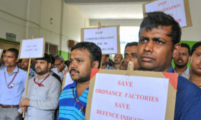 Defence_workers_protesting_against_corporatisation